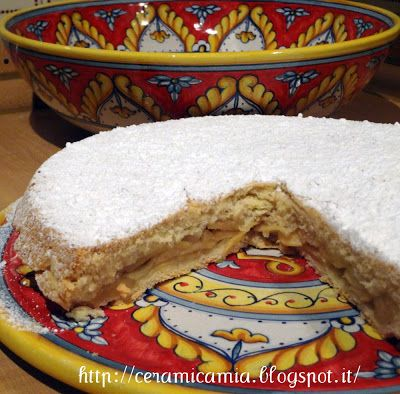 #Torta di mele sulla tortiera di #ceramica #Italy http://ceramicamia.blogspot.it/2013/02/cioccolata-e-ceramica-colorata.html