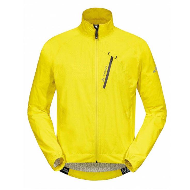 La #veste de #vélo #Vaude SKY FKY II est très légère et idéale pour protéger de la pluie.