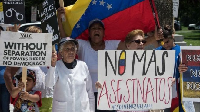 Supporters of the Venezuelan opposition demonstrate in front of the Organization of American States (OAS) headquarters in Washington, DC, on May 31, 2017 ahead of a meeting of Foreign Ministers of the OAS to discuss the situation in Venezuela.