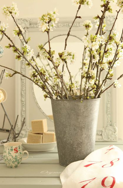Bring budding branches indoors.: Inspiration Ideas, Long Springtim, Spring Bloom, House, Flowers Ideas, French Larkspur, Branches, French Inspiration, Flowerpot