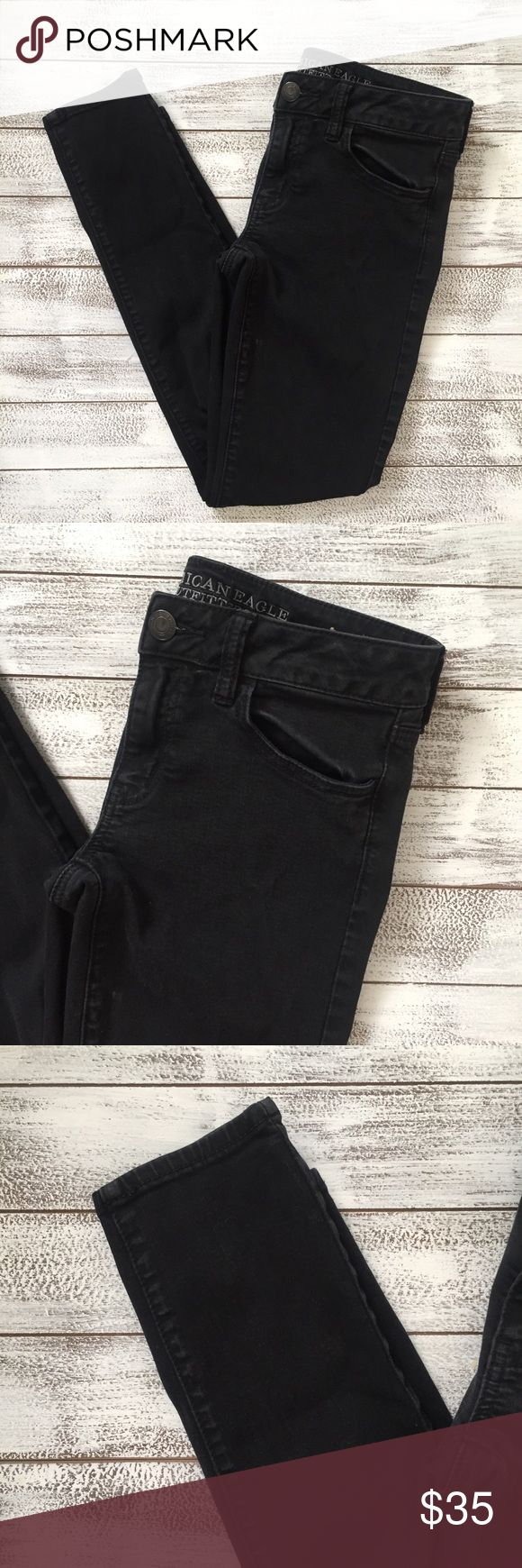 "AMERICAN EAGLE JEAN JEGGING 👖 American Eagle super stretch jean JEGGING. Size 6 Regular. Wonderful condition.  Waist 14.5"" Inseam 28"" Length 36"" American Eagle Outfitters Jeans Skinny"