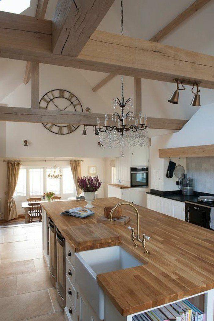 cuisine équipée avec ilot central, plan de travail en bois, déco bois de grange