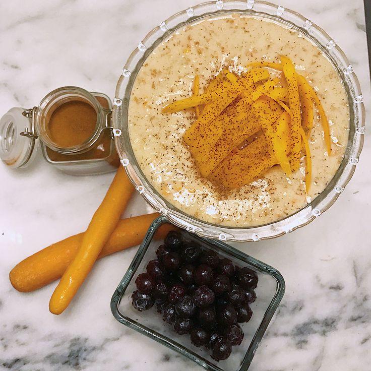 Kvällsmat, gröt med smak av morotskaka • 40g fiber/havregryn • 100g äggvita • 30g #solidnutrition Whey Chai Latte • 60-80g riven morot • Kanel, kardemumma, kryddnejlika, kryddpeppar och salt efter smak ••• Koka upp havregryn, vatten, och morot, vispa i äggvita till krämig/fluffig konsistens. Rör i protein pulver och kryddor. (Supergott med frysta lingon till!) MyRecipe recept fav