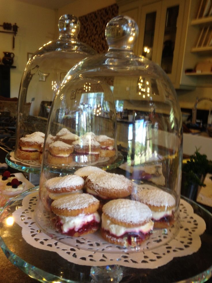 Mini Victoria Sandwiches, filled with home made raspberry jam and Herefordshire cream were a great hit before the ceremony!