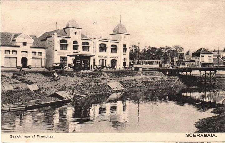 Panorama Trem diseberang Kali Mas ( Jl. Gemblongan ) 1920  Foto Delcampe