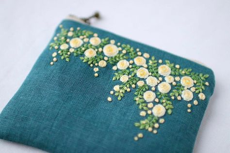 * . rosa banksiae . . #刺繍#手刺繍#ステッチ#手芸#embroidery#handembroidery#stitching#needlework#자수#broderie#bordado#вишивка#stickerei#ハンドメイド#handmade