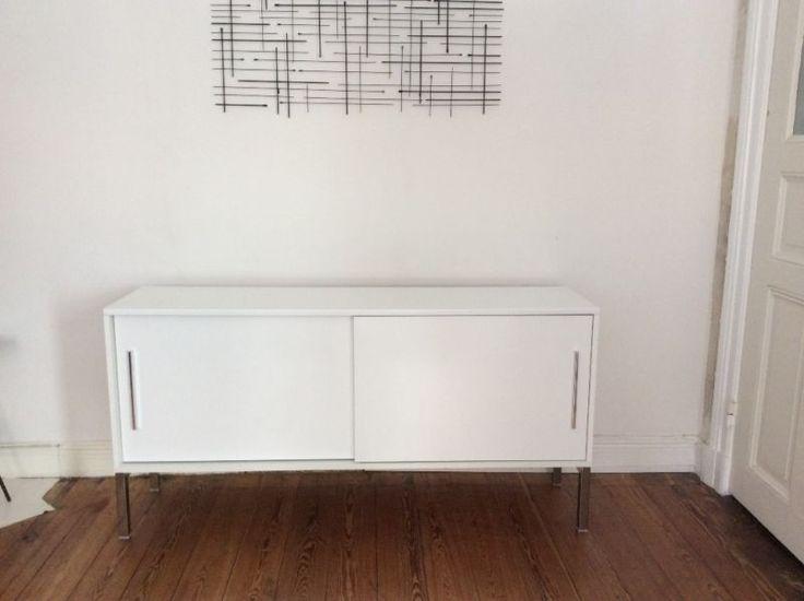 Schönes gebrauchte Sideboard zu verkaufen (guter Zustand). Bietet viel  Stauraum für Odner, Kram, oder als TV Möbel nutzbar. In der Rückwand gibt es eine Öffnung für Kabel. 2 SchiebetürenIkea: Torsby Maße Länge 150Tiefe 40 cmHöhe 75 Abholung in Hamburg St. PauliFarbe: Weiß hochglanzlack