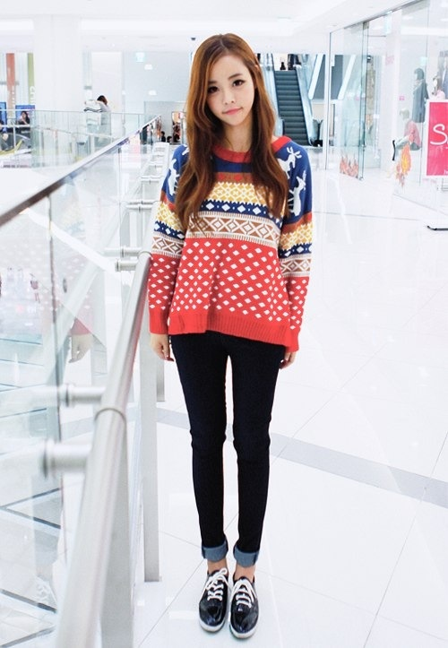 Song Ah Ri wearing a cute Nordic sweater