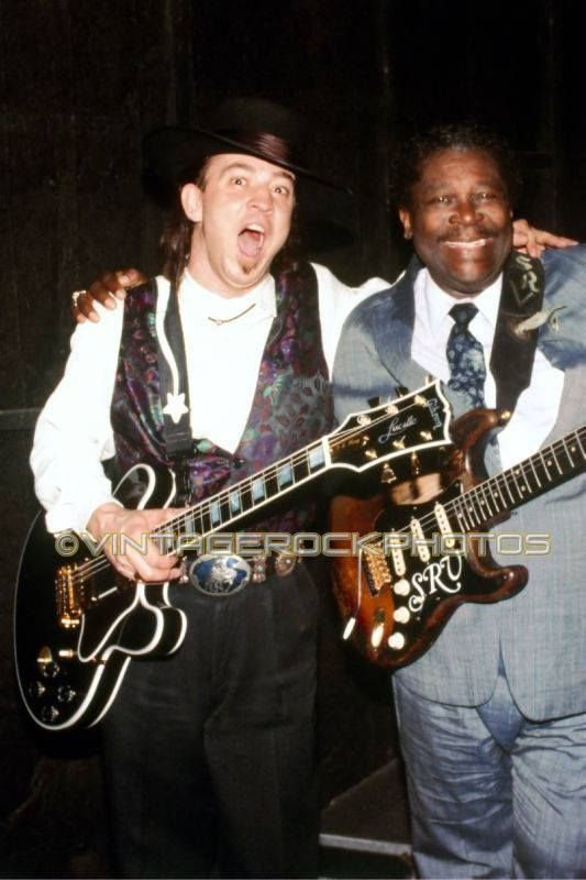 Stevie and BB trading guitars. .
