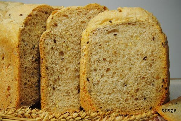 Pan multicereales en panificadora. Le puse 250 de preparado para pan de Aldi y 250 de harina de fuerza.  Le añadí un puñado de pipas y otro de semillas de lino. MUY BUENO.