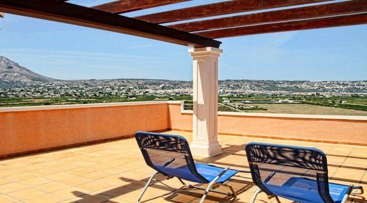 Herrlicher Ausblick von der Terrasse einer spanischen Villa in Javea. Immobilien in Spanien zum Eigenbedarf oder Kapitalanlage. Weitere Ferienhäuser, -wohnungen und Villen finden Sie unter: http://www.ott-kapitalanlagen.de/immobilien-spanien.html