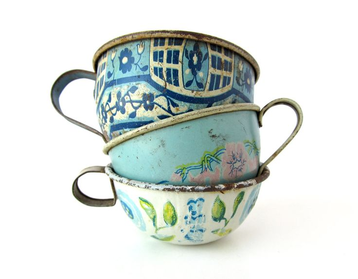 Bohemian Wornest, vintage blue tin cups