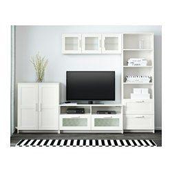 IKEA - BRIMNES, TV-Möbel, Kombination, weiß, , Diese geräumige Kombination hat viel Platz zum Aufbewahren – so kehrt schnell Ordnung ins Wohnzimmer ein.Durch die Öffnung auf der Rückseite lassen sich Kabel verdeckt, aber griffbereit ordnen.Die Tür kann wahlweise mit der Öffnung nach rechts oder links montiert werden.Versetzbare Böden für bedarfsangepasste Aufbewahrung.Leicht laufende Schubladen mit Ausziehsperre - die Schubladen können nicht herausfallen.Türen für geschlossene und staubfreie…