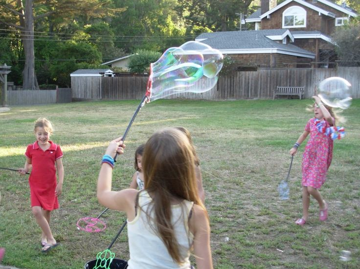 Summer family fun! Make and experiment with giant homemade bubbles.