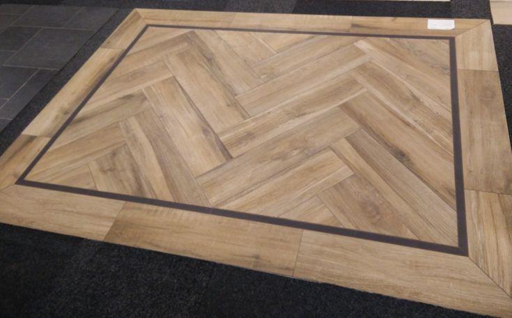 Visgraat hout vloer met zwarte bies. De warme en sfeervolle uitstraling van hout, maar dan met alle voordelen van keramische tegels: KERAMISCH PARKET