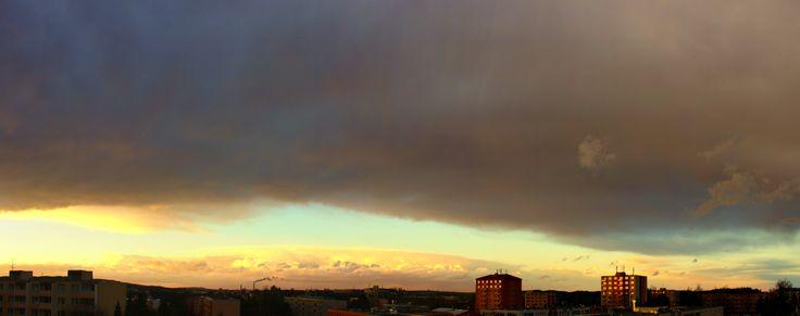 Panorama přechodu  velké oblačnosti a poté  sněžení,které přišlo letos v roce2015 na apríla