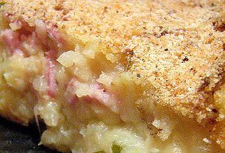 Questo tortino, preparato con patate, prosciutto cotto, provola,salame, molto facile da preparare e molto buono, ottimo sia caldo d'inverno, che freddo d'estate.