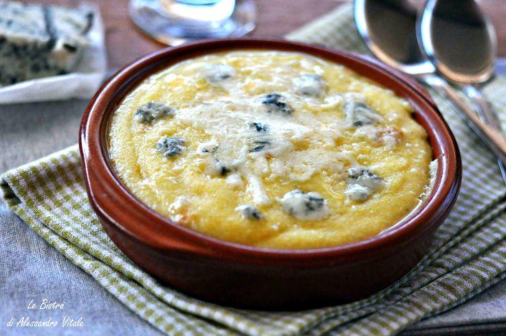 La Polenta concia è un primo piatto tipico del Nord Italia. Prodotti d'eccellenza DOP la rendono davvero unica e nel suo genere