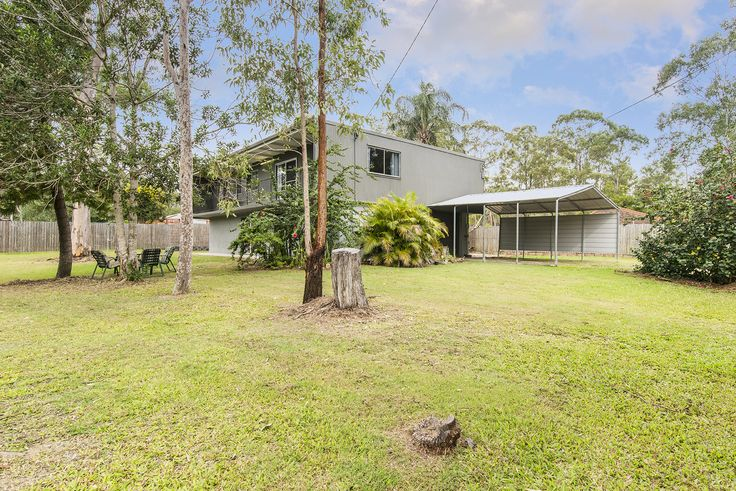 BELLBIRD PARK 31 Brennan Street...Fully fenced and situated on an expansive 1,100m2 parcel of land, this charming five bedroom residence offers a relaxed family lifestyle.