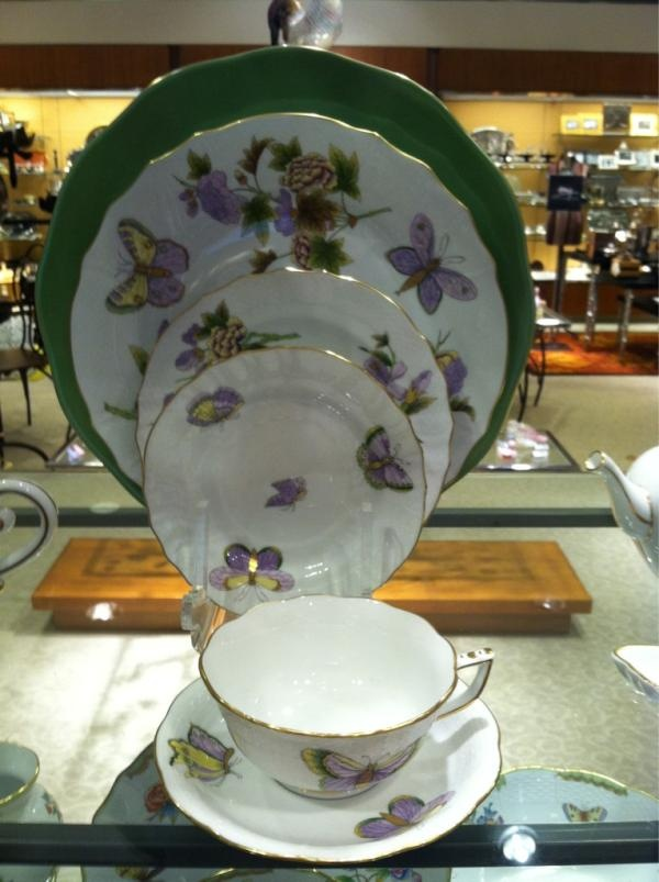 This @mary mcshane china is the choice of the Duke & Duchess of Cambridge, i.e., William & Kate.