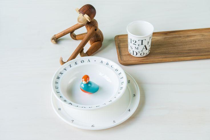 Den populære apekatten fra Kay Bojesen har fått selskap av barneservise i tre deler!  Du finner utvalget i din Designforevig-butikk