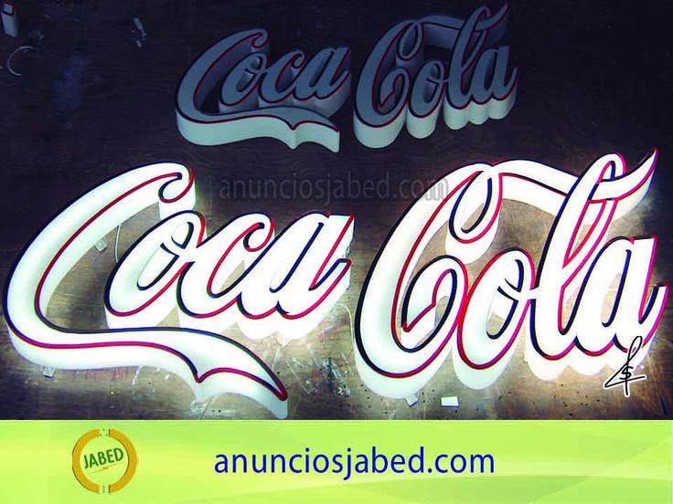 Anuncio luminoso Coca-Cola. Empresas internacionales nos eligen para hacer su publicidad luminosa porque somos una empresa seria, formal y empresa líder en el mercado. Estas letras de acrílico como todo lo que fabricamos, son iluminadas con leds en su interior.