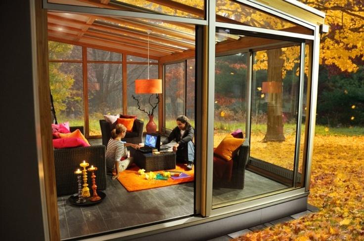 Nyt utefølelsen innendørs året rundt. Santex Design er en ny serie vinterhager fra Santex. Hagestuene byr på unike konstruksjonsløsninger, uventede detaljer og store glasspartier kombinert med varme tresorter - en uteoase inne å lengte hjem til.