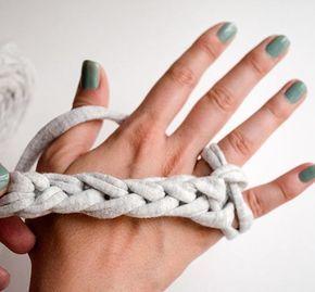 tricoter avec les doigts Blog de différents points de tricots et crochets : http://www.weareknitters.fr/blog/type-points/
