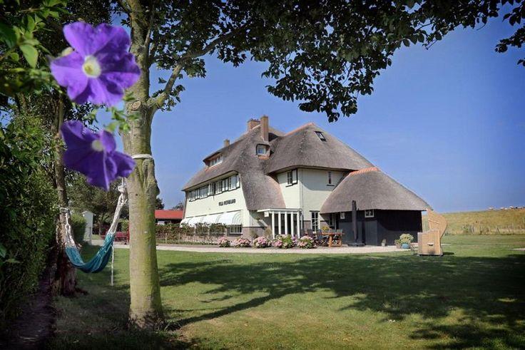 Op een unieke plek in Noord-Holland, op het geheime Waddeneiland Wieringen ligt Villa Nieuwland. Dit stijlvolle Rijksmonument biedt u 3 royale kamers in een omgeving van zee, rust en ruimte. Villa Nieuwland is zeer toegankelijk vanuit o.a. Amsterdam en Leeuwarden.