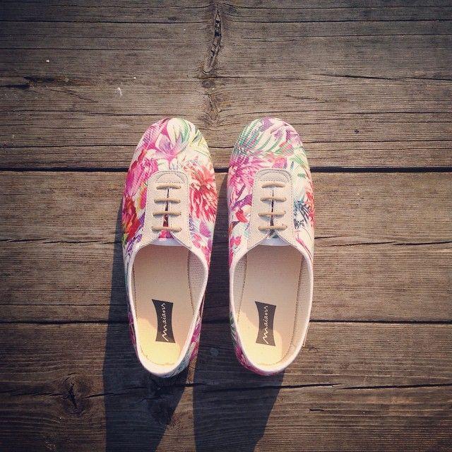 Dunaparti csinos sétákhoz! #cargomoda #shoes #divat #budapest #dunapart #color #fun #photooftheday #happy #sunset #walk #flowers