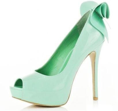 If I didn't hate wearing heels so much, I would totally wear these.