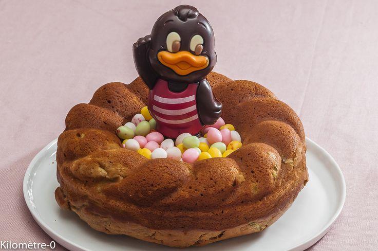 Je n'ai pas résisté :-) Le gâteau du matin de Pâques étant mangé, j'en ai refait un autre avec la rhubarbe qui arrive sur les étals.... Et comme c'est Pâques aujourd'hui, je l'ai habillé pour la circonstance.