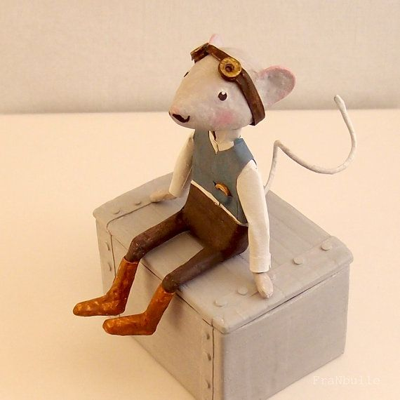 Sculpture papier mâché little mouse box treasures by FraNbulle