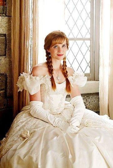 OUAT - Anna in her mother's wedding dress