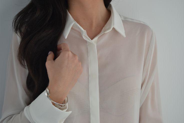 Camisa blanca corta con cuello y puños labrados. Más en: http://vbinspiration.com