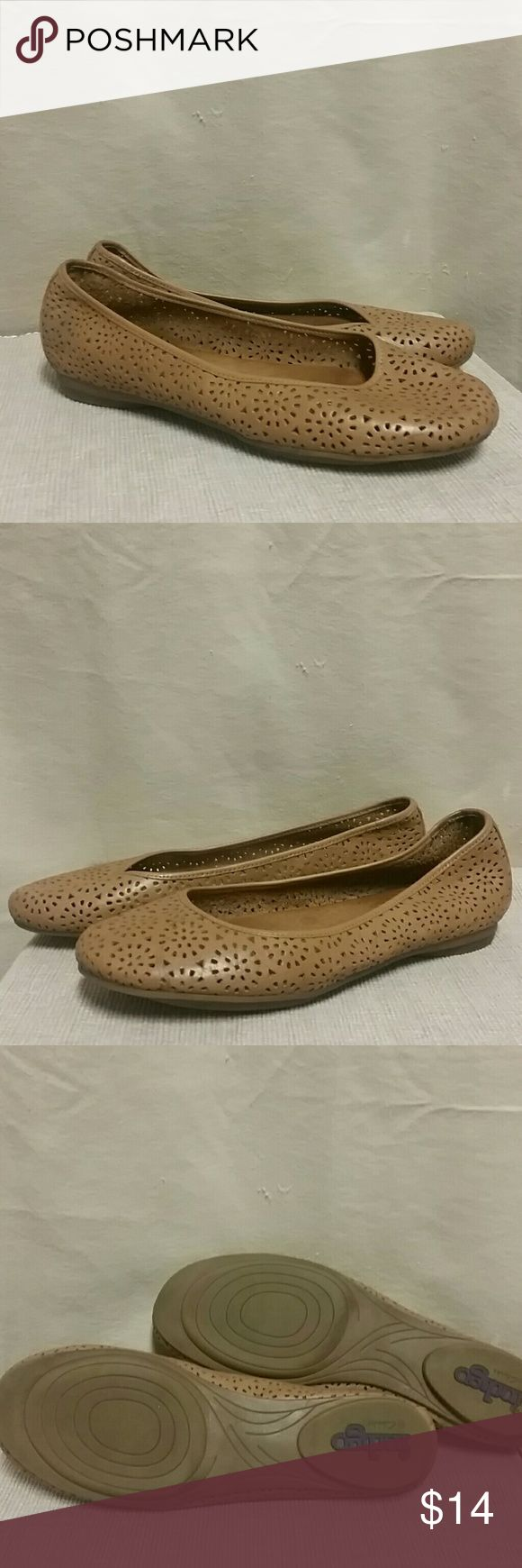 Indigo by Clarks brown ballet leather flats 9 Preowned condition Clarks Indigo ballet flat, size 9, perforated, casual shoes Clarks Shoes Flats & Loafers