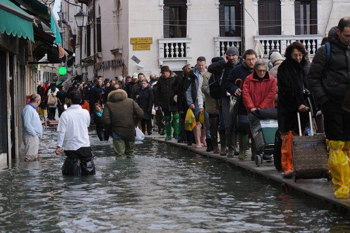 Acqua alta a Venezia: altezza marea 156 centimetri, 1 dicembre 2008, foto di Marta Buso/Arici