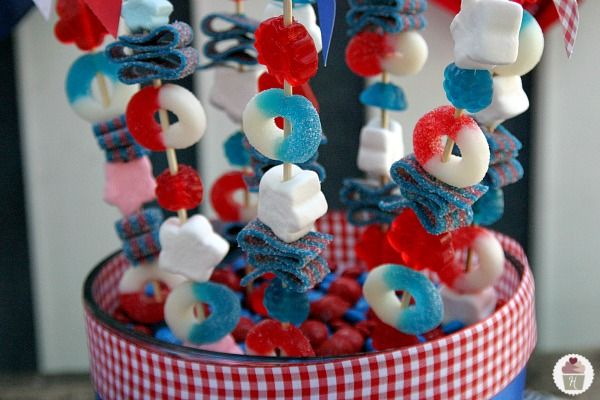 Patriotic Candy Skewers for the Fourth of July. Can change color of candy for Halloween & Christmas too!