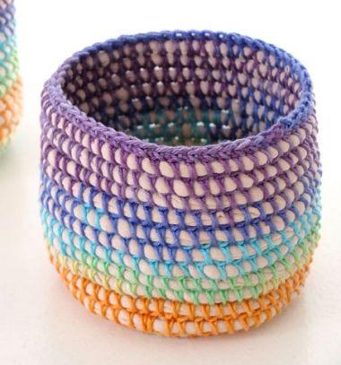 Easy DIY rainbow basket with t-shirt yarn - crochet tutorial / Egyszerű horgolt kosár pólófonallal - horgolásminta / Mindy