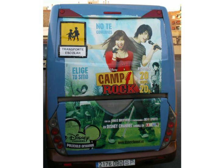 Publicidad Traseras Autobuses Escolares | SP Integrales Vinilo en trasera de bus escolar con publicidad de Disney Channel