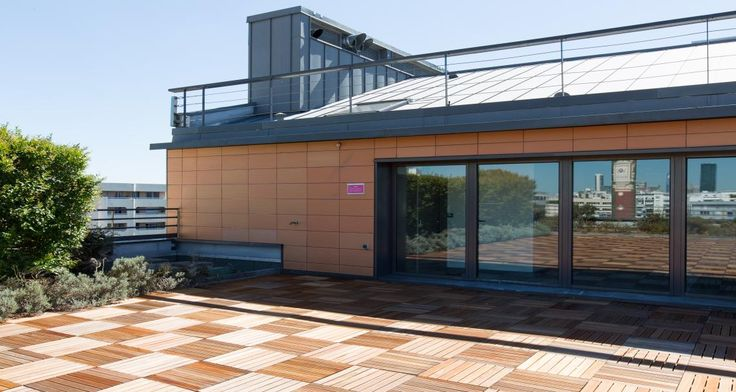 Terrasse dans les locaux de RREEF à Suresnes, France