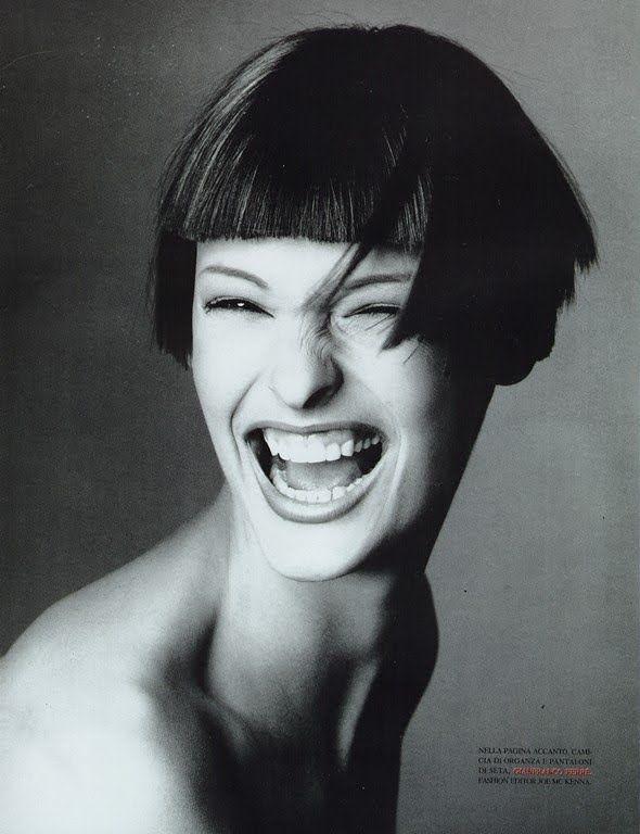 Adorable recuerdo de Linda Evangelista for Vogue Italia, March 1993.  Photographed by Steven Meisel.