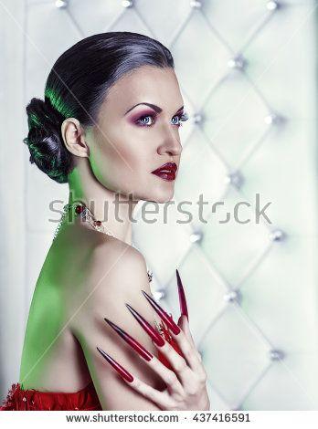 vamp girl on the throne