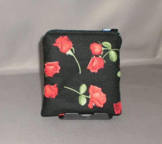Women/'s coin holder in fabric printed white petals.