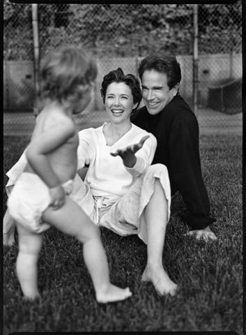 Patrick Demarchelier - Annette Bening & Warren Beatty with daughter, 1994