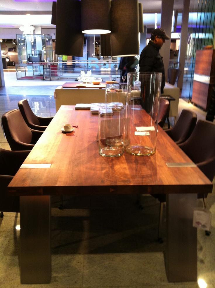Notenhouten tafel 260x120 - Van Der Wilt Rotterdam