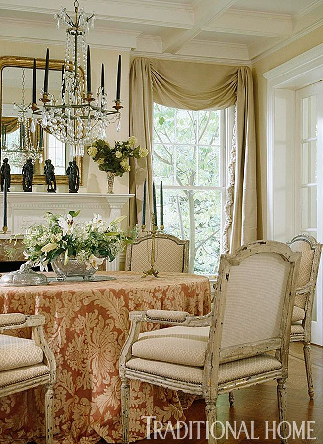 Beautiful dining rooms traditional homes and dining rooms for Beautiful traditional dining rooms