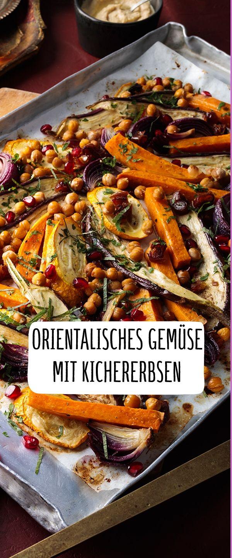 Orientalisches Gemüse mit Granatapfel und Hummus vom Blech