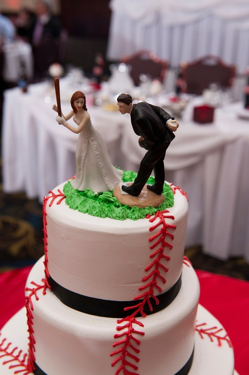 baseball wedding cake! (I would use this for the grooms cake...too cute)
