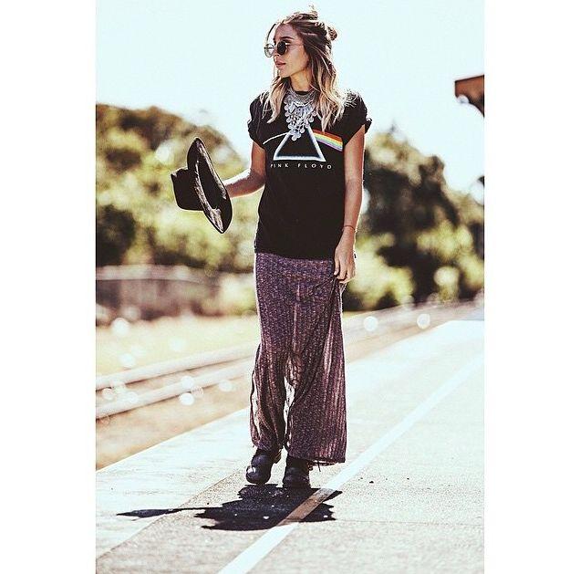 Foxyzingaro in our Vintage Pink Floyd Tee | 70s | bohemian | hippy | street style | model | vintage tee